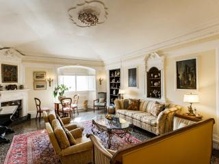 Luxury Apartment on the Arno in Central Florence