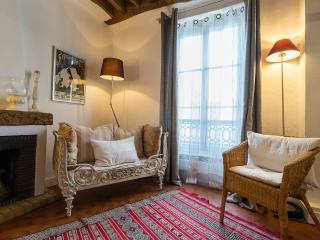 Vacation Rental with Authentic Parisian Charm and Designer Style, París