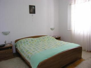 Apartment Vrandečić - Two Bedroom Apartment Žarka, Postira