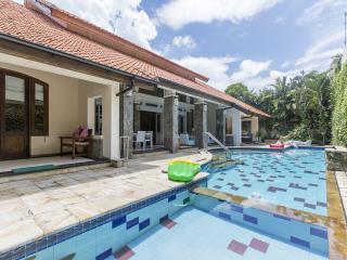 Villa Kayu Aya Oberoi 2 Bedrooms, Seminyak