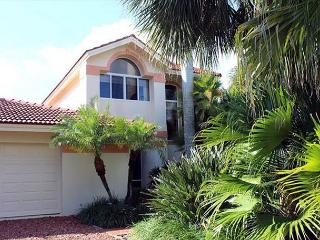 Luxury canal front home! Boat dock and Free WIFI, Sanibel Island