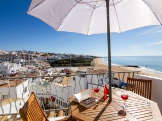 Casa T'Isabel, on top of Fisherman Beach, Albufeira