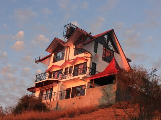 Luxury Cottage on a Mountain Top !!, Shimla
