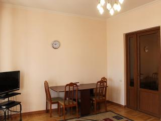 2 Bedroom Apartment on Khandjyan street, Ereván