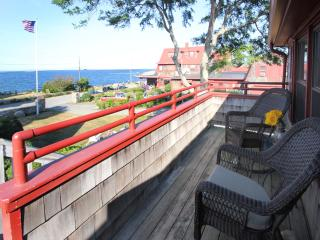 OCEANFRONT, ROCKPORT, STEPS FROM BEACH &TOWN (205)