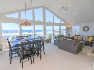 Spacious Ocean View Hm in Road's End, Close to Beach, Great Amenities!