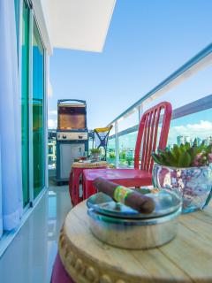 Balcony with BBQ/ Balcon con BBQ