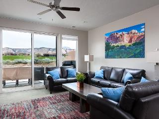 Brand New Beautiful Home in the Ledges with glorious views on the golfcourse!, Saint George