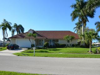 Darling Florida Ranch Style home with all the Bells and Whistles for boating !, Marco Island
