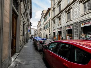Real estate apt in the very center of Florence