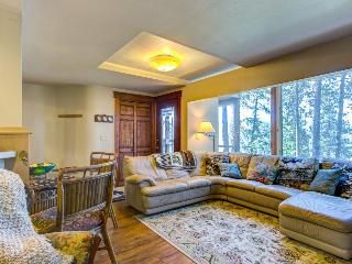 Dog-friendly home w/ panoramic Coeur D'Alene lake views!, Coeur d'Alene