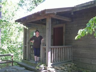 Cloudland, GA. East Brow True hand-hewn log cabin, Menlo