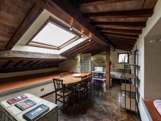 Lo Studiolo | Two levels apartment, Florence