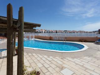 2 bedrooms with FREE Wifi, no hidden extras, Golf del Sur
