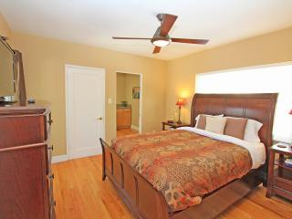 Palm Springs beauty, sleeps 8!