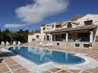 LARGE, LUXURIOUS & IMMACULATE VILLA, Estepona