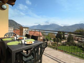Residence Oleandro Balcony 5 lake view & pool