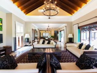 Kala: A Secluded 3 Bedroom Villa Retreat, Kuala Lumpur
