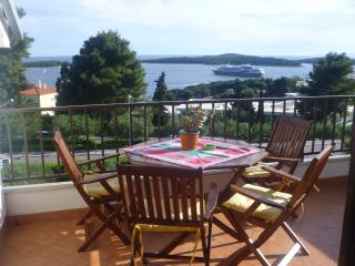 Apartments Ana Dujmovic Ap # 8 Top floor, Hvar