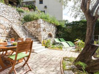 Grand appartement 4 pieces 115 m2 dans villa pour 8 pers. Menton Cote d'Azur