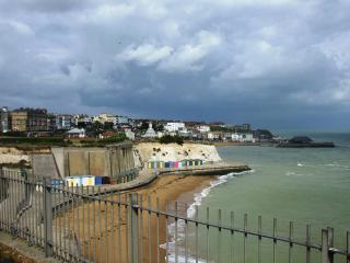 Broadstairs Holiday Apartment, quiet location