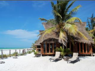 Breath-taking beach front cabin, Holbox