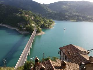 The village on the lake, Castel di Tora
