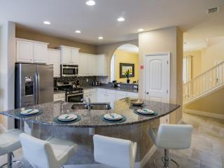 Stylish 5 Bedroom 4 Bath Vacation Home in Solterra, Davenport