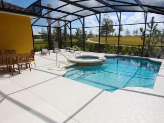 Beautiful Pool Home Next to Club House, Davenport
