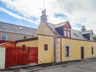 FAILTE, quality coastal cottage, woodburner, en-suite, patio, Portknockie Ref 921533