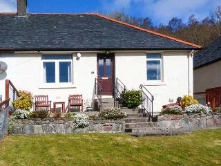 10 CROWN COTTAGES ground floor, en-suite, mountain views, pet-friendly in Banavie, Corpach, Ref 932824