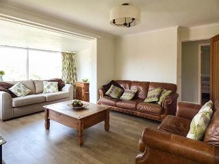 TINNERS WAY, all ground floor, private garden, pet-friendly, WiFi, nr Porthleven, Ref 932804