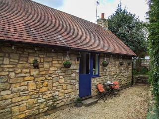THE HIDEAWAY, romantic, all ground floor, patio, WiFi, in Eckington, Ref 936700