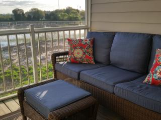 3 bdrm townhome, gorgeous views, walk to town! July 15-22 and Aug 5-12, avl!