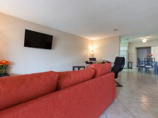 #2 NEW 3B| Big | Modern | Quiet| 5 min to beach!, Fort Lauderdale