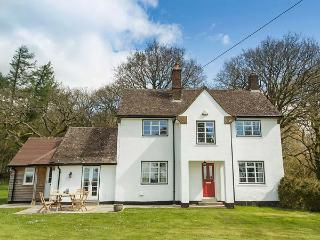 CHASEWOODS FARM COTTAGE, great walking opportunities, pet-friendly, WiFi, Marlbo
