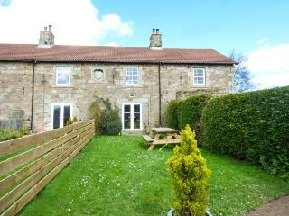 3 KENSTONE FARM COTTAGES, pet-friendly, multi-fuel stove, garden, Lowick, Ref 91