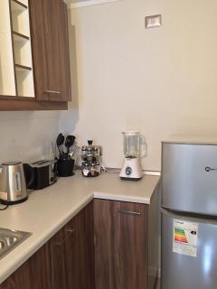 refrigerador, microondas, cafetera, tostador, etc.