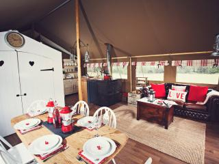 42928 Log Cabin in Abergavenny, Rowlestone