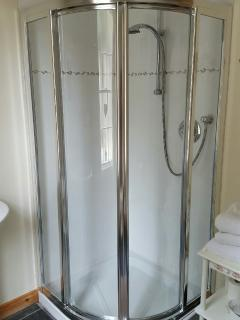En-suite - power shower / toilet / sink