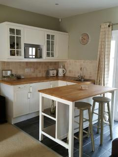 Kitchen with fridge (continental breakfast) / microwave / kettle / toaster