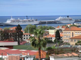 NoraBay, unbelievable bay/sea view,by the Old Town, Funchal