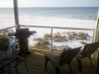 Sticks in the Sand 2B Romantic Oceanfront studio on the beach Sleeps 2-4