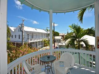 Duval Heaven - Gorgeous Condo Just Steps to Duval St! Huge Balcony!, Key West