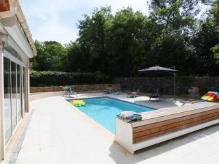 Villa sleeps 6 heated private pool  wifi  air con, Valbonne