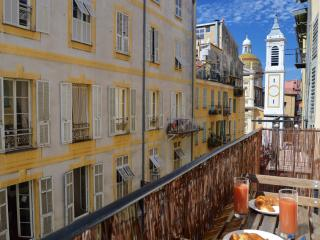 Super Cute with Sunny Balcony & lovely Views, Nizza