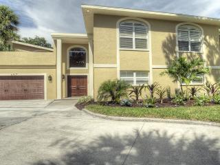 Large Canal House with Heated Pool, Siesta Key
