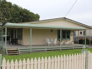 Beach Holiday Cottage  2 Bedrooms, Apollo Bay