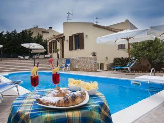 Villa Cornino con piscina e 500 mt dalla spiaggia