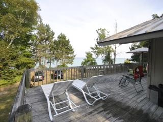 Grand Traverse Bay Beachfront Home Sunday-Sunday, Kewadin